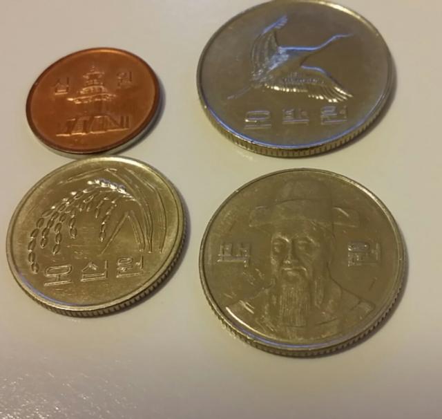 South Korea coins - closeup